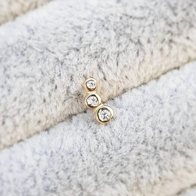 Single Decadence Three Dots Diamond Stud