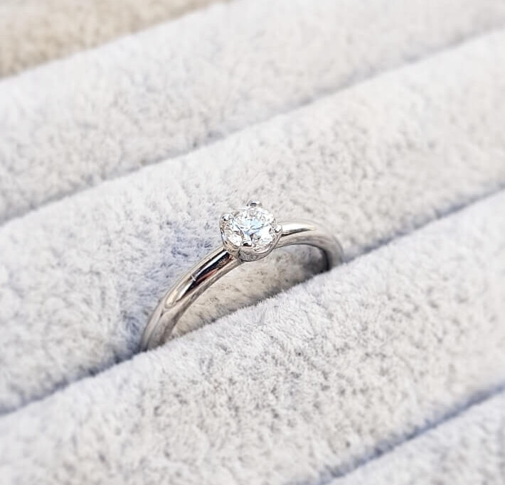 claw cup diamond solitaire ring